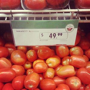 El tomate ya se vende hasta $50 por kilo en supermerados de Buenos Aires
