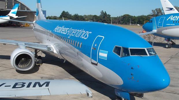 Un avión de Aerolíneas que iba de Neuquén a Buenos Aires aterrizó de emergencia en Bahía Blanca