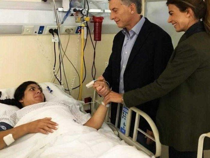 """Mauricio Macri visitó a la policía baleada en San Justo: """"Quería decirle que no está sola"""""""